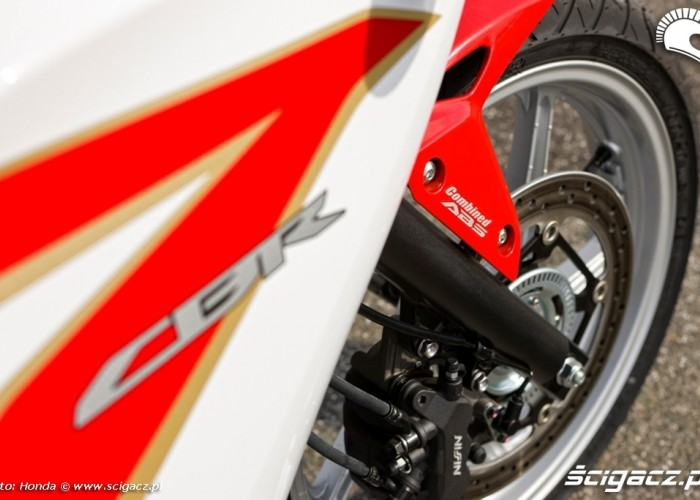 Honda CBR250R 2011 przedni widelec