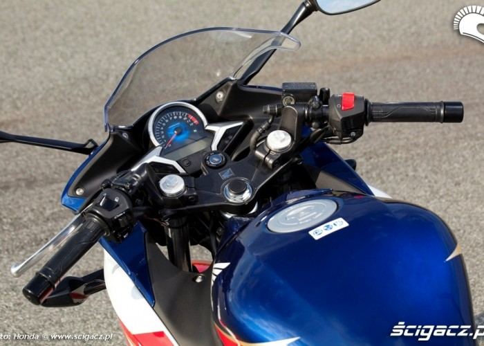 Honda CBR250R 2011 za sterami