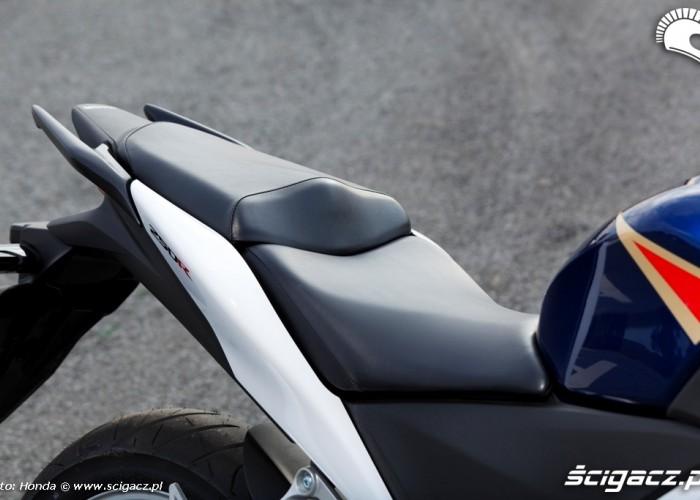 podwojna kanapa Honda CBR250R 2011