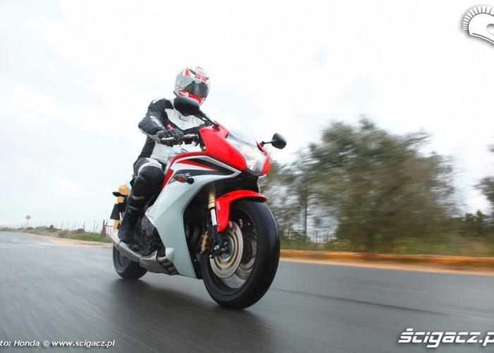 Deszcz i Honda CBR600F 2011