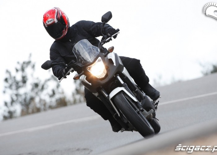 Asfalt Honda NC700X 2012