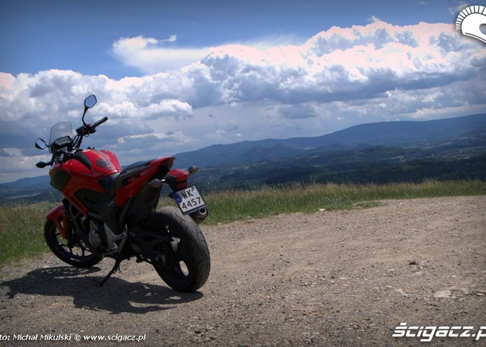 Honda NC 700X czerwona