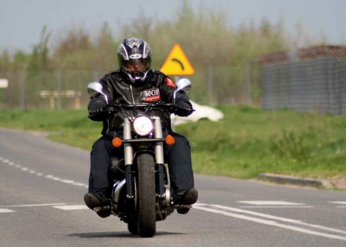 Honda Shadow Black Spirit jazda od przodu