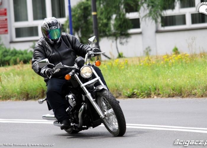 Honda Shadow VT750S jazda prawy zakret