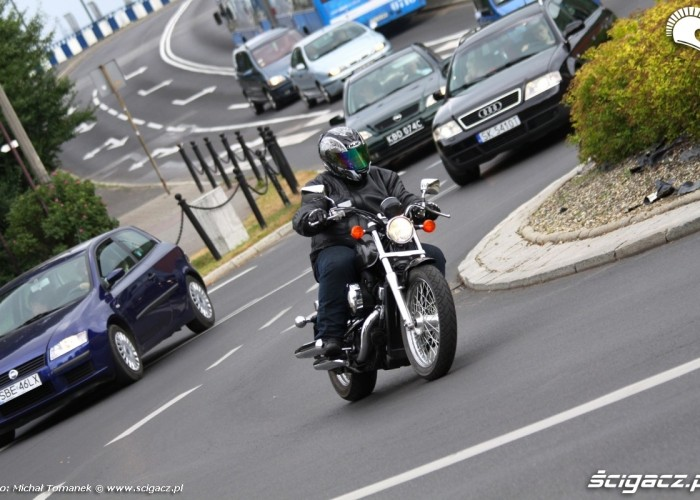 Honda Shadow VT750S jazda ruch miejski
