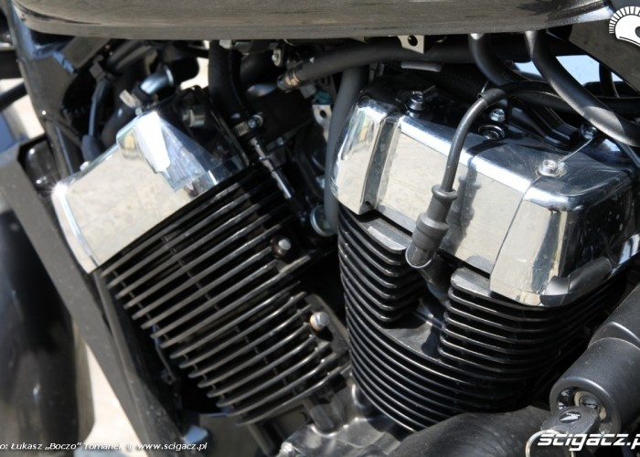 Honda VT750S silnik