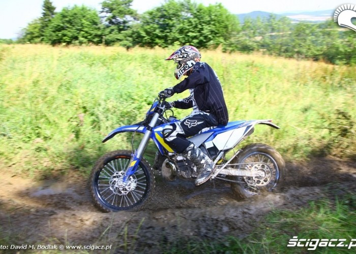 Husberg 2011 TE250 enduro w blocie