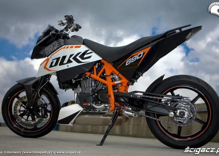 lewy bok motocykla duke 690 ktm test a mg 0127