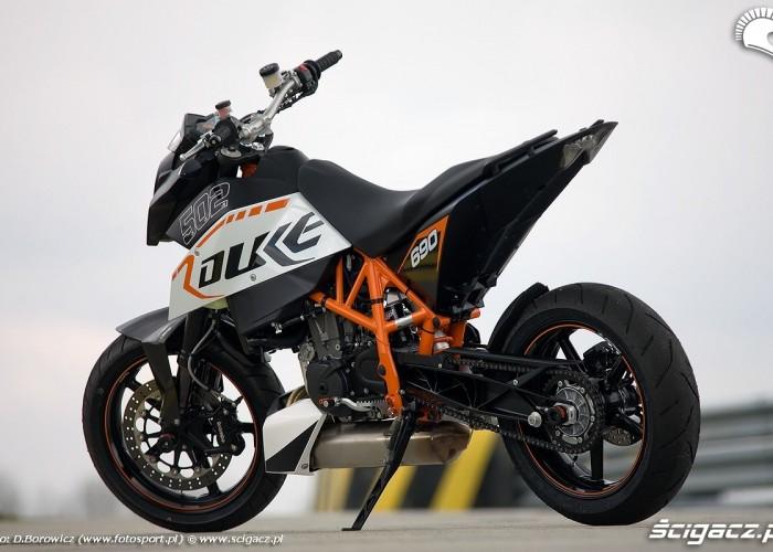 motocykl na podnozku duke 690 ktm test a mg 0085
