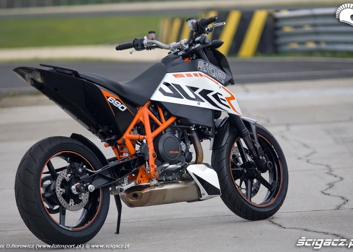 motocykl z tylu duke 690 ktm test a mg 0055