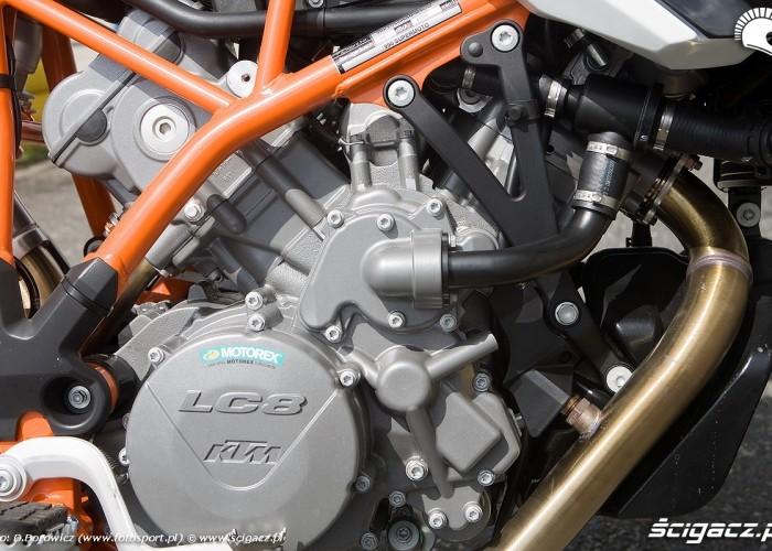 silnik 990 supermoto r 2010