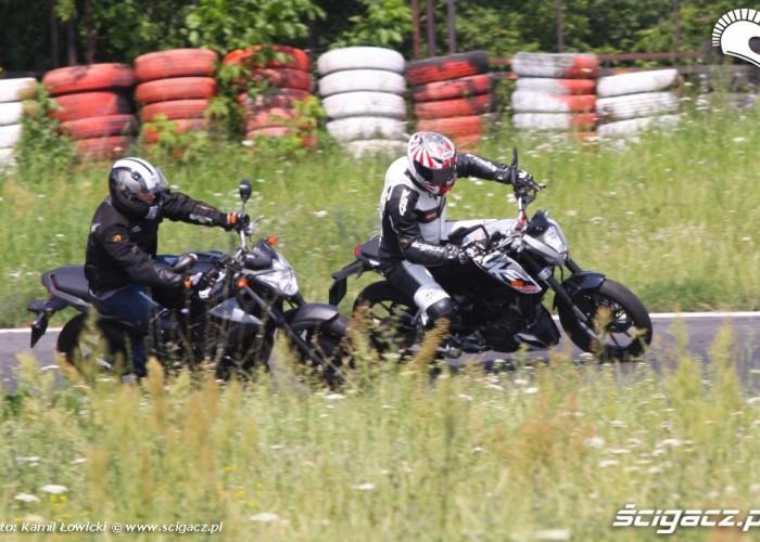 KTM Duke 125 pojedynek scigacz pl