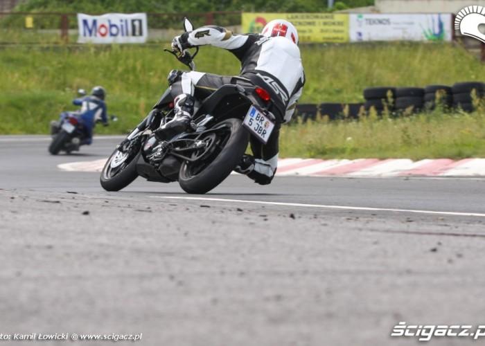 KTM Duke 125 poscig scigacz pl