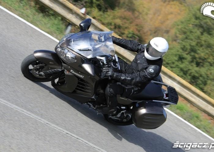 Kawasaki 1400 GTR 2010 na drodze