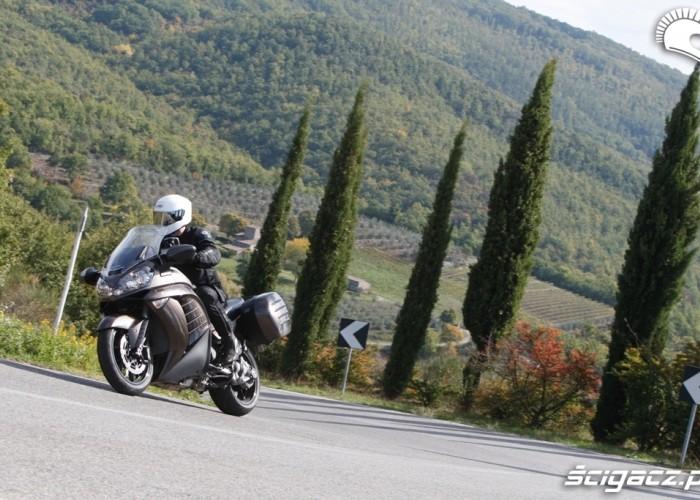 Kawasaki 1400 GTR 2010 pod gore