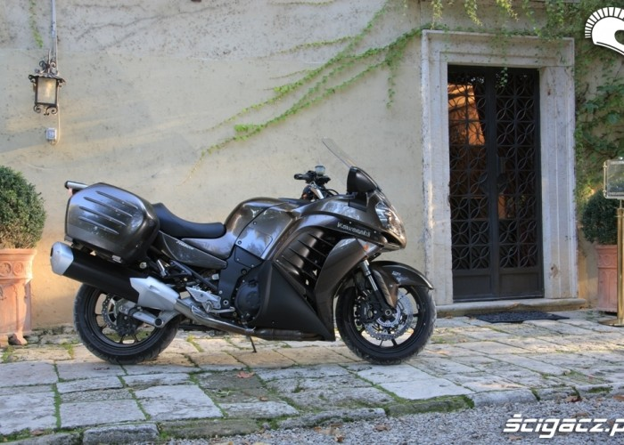 Kawasaki 1400 GTR 2010 prawy bok stat