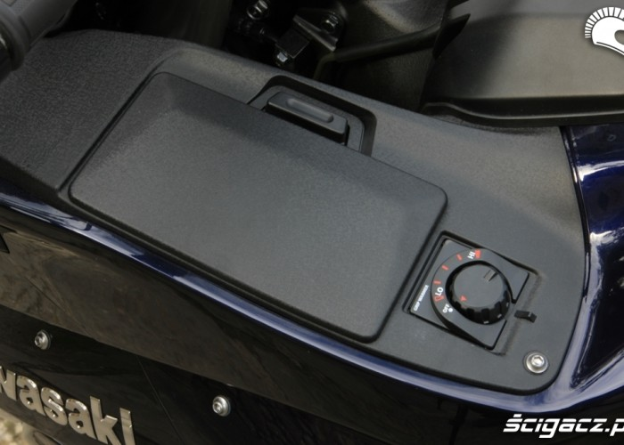 Kawasaki 1400 GTR 2010 schowek