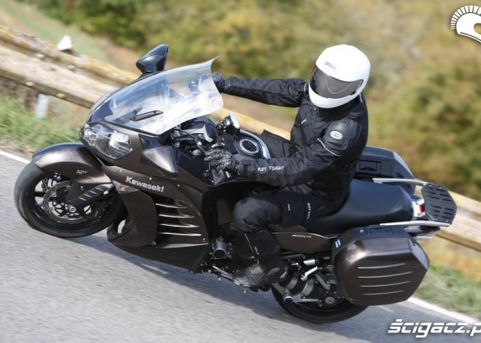 Kawasaki 1400 GTR 2010 wiraz