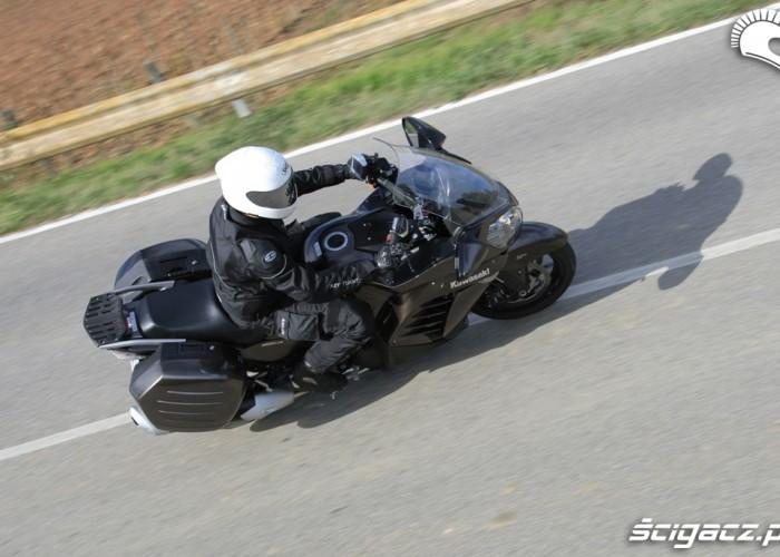 Kawasaki 1400 GTR 2010 z boku