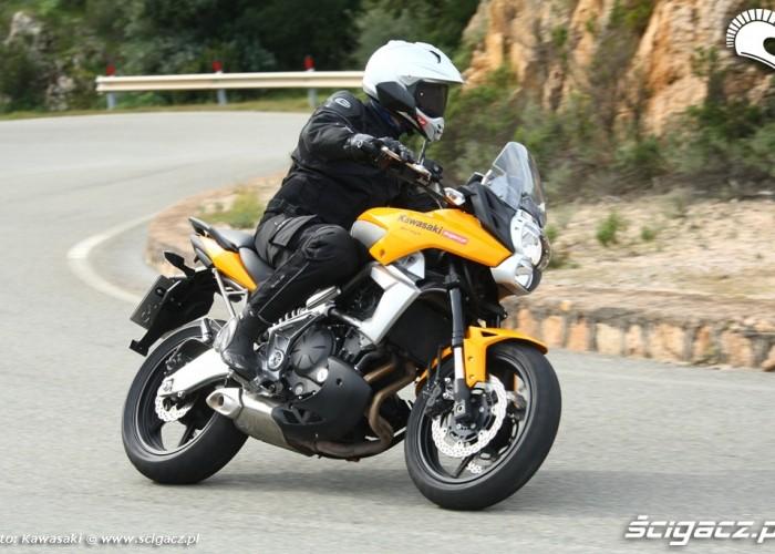 Kawasaki Versys 2010 szczyt zakretu