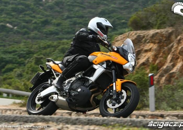Kawasaki Versys 2010 w lewo zakret