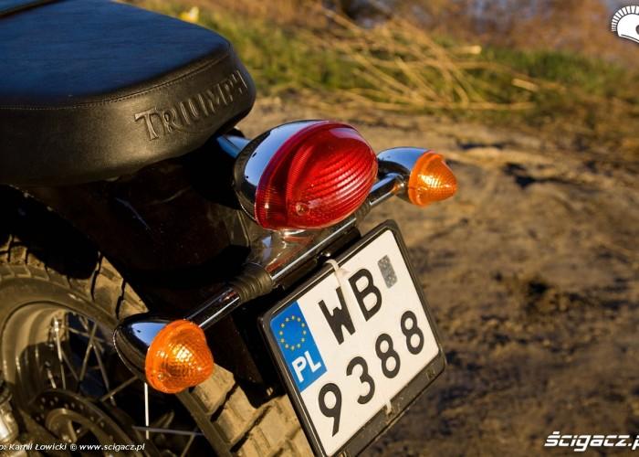 tylna lampa i kierunki Triumph Scrambler 2011