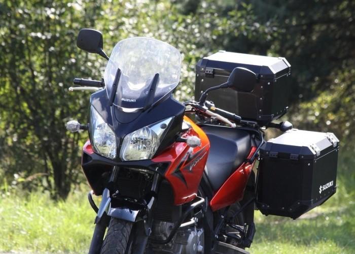 postoj przy trawie Suzuki DL650 test