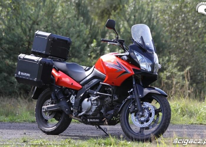 prawy profil Suzuki DL650 test