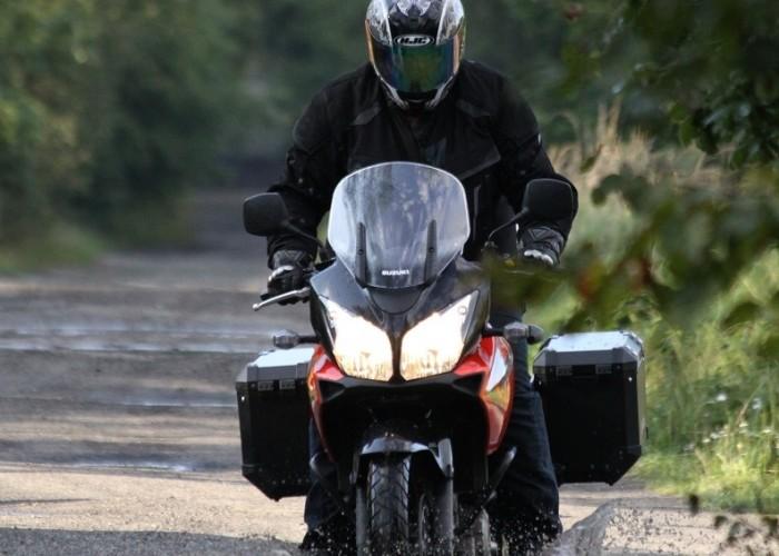 w kaluze Suzuki DL650 test