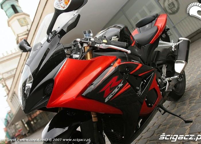 GSX-R1000 bok