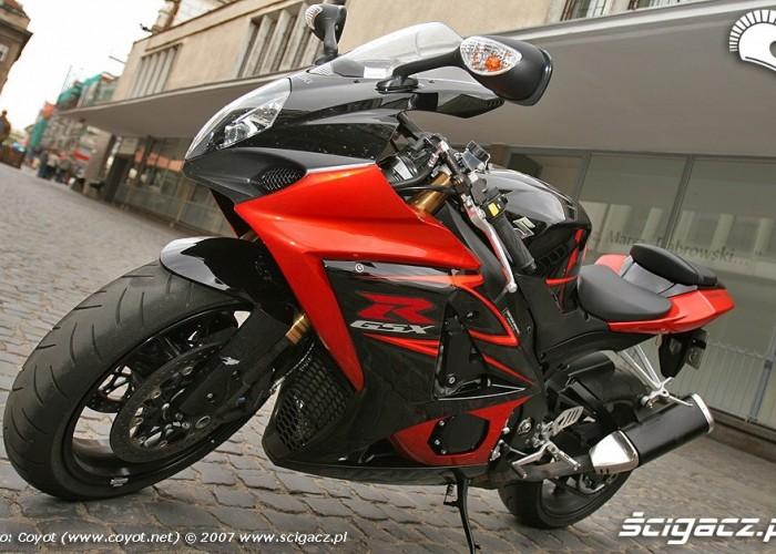 Suzuki1000 lewy bok