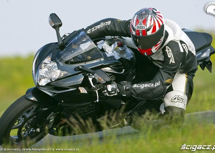 kolano zejscie gsxr600 2011 suzuki tor panonniaring test 12