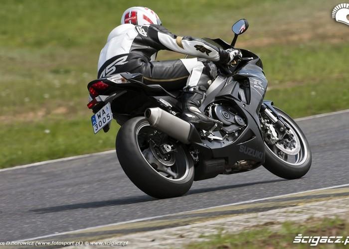 tyl motocykla gsxr600 2011 suzuki tor panonniaring test 01