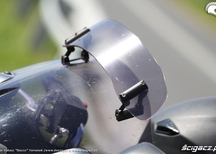 deflektor na przedniej szybie