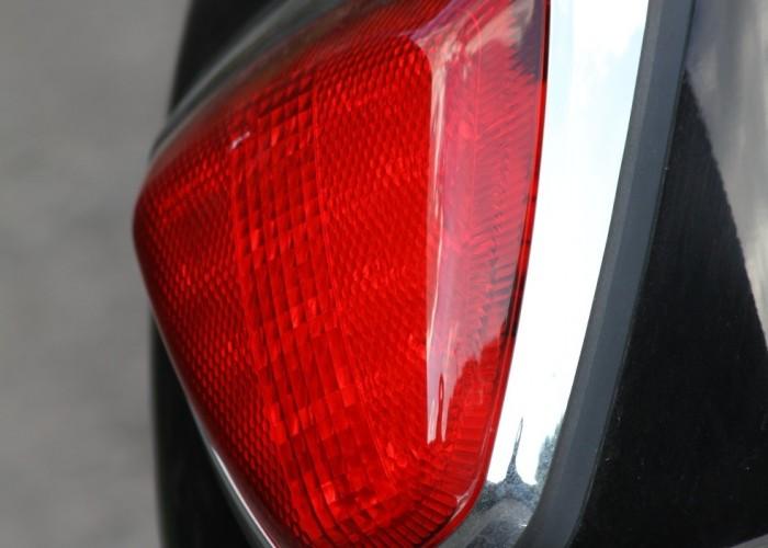 trojkatna lampa Suzuki Intruder C1800R