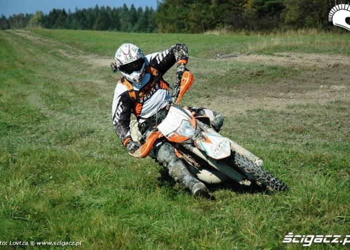 KTM EXC250 2010 prawy zakret