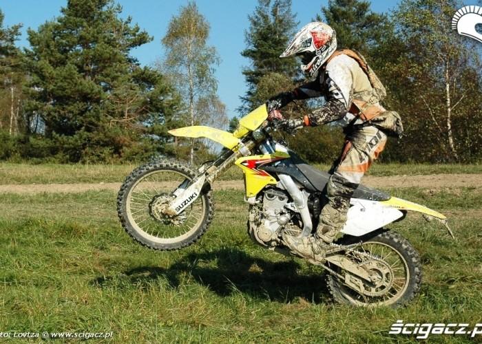 Suzuki RMX450Z na kole
