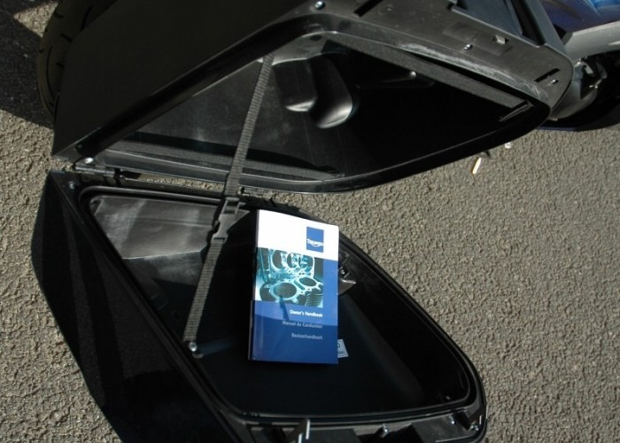 kufer otwarty Triumph Sprint GT 2011