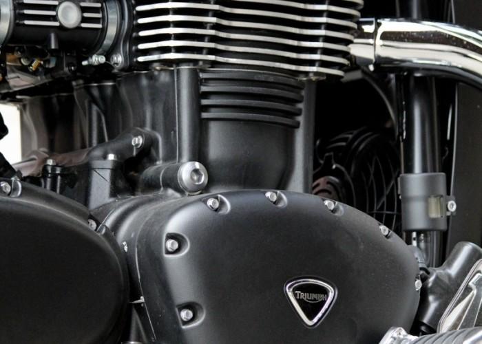 Triumph Thunderbird Storm silnik