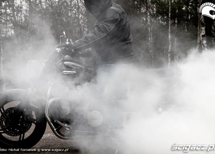 dym duzo dymu Triumph Thunderbird Storm