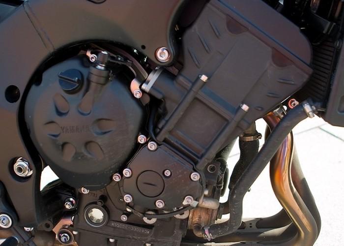 prawa strona silnik fz8 yamaha test a mg 0076