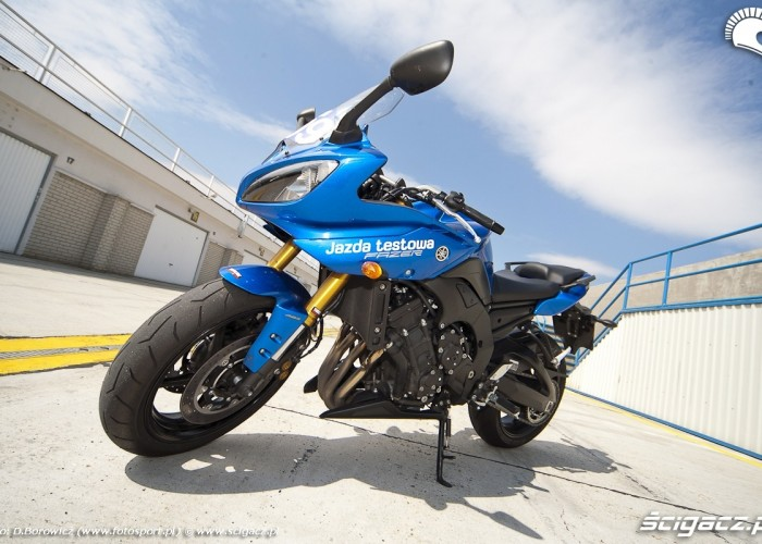 przod motocykla yamaha fz8 fazer 2010 test motocykla 03