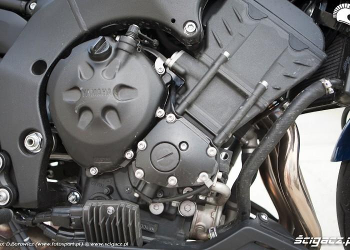 silnik prawa strona yamaha fz8 fazer 2010 test motocykla 04