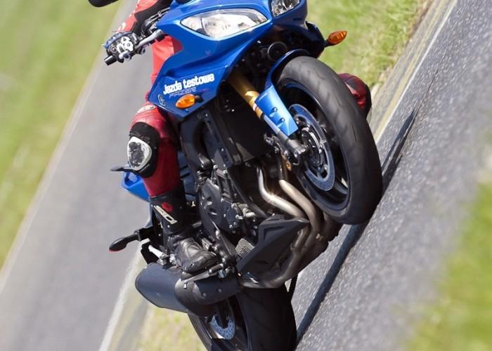 wyjscie z zakretu yamaha fz8 fazer 2010 test motocykla 10