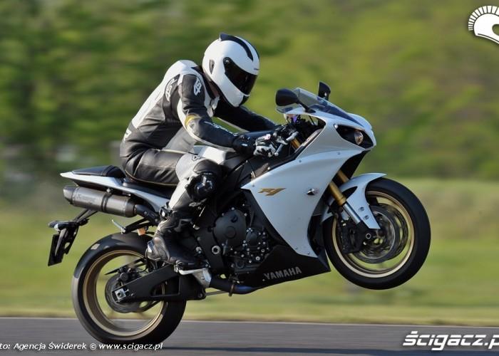 Yamaha R1 2012 na gumie
