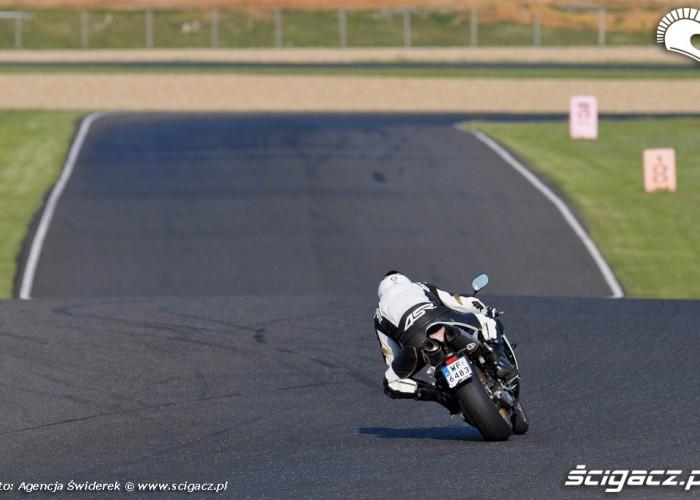Yamaha R1 z kontrola trakcji