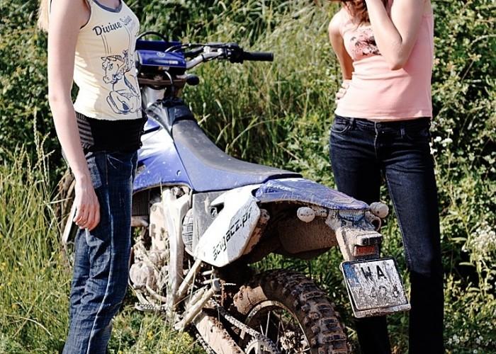 dziewczyny i Yamaha WR 450F