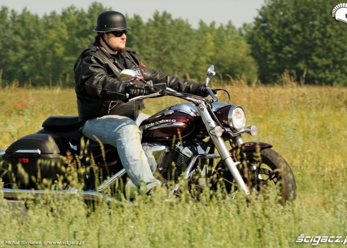 Yamaha XVS950 jazda prawy bok przod