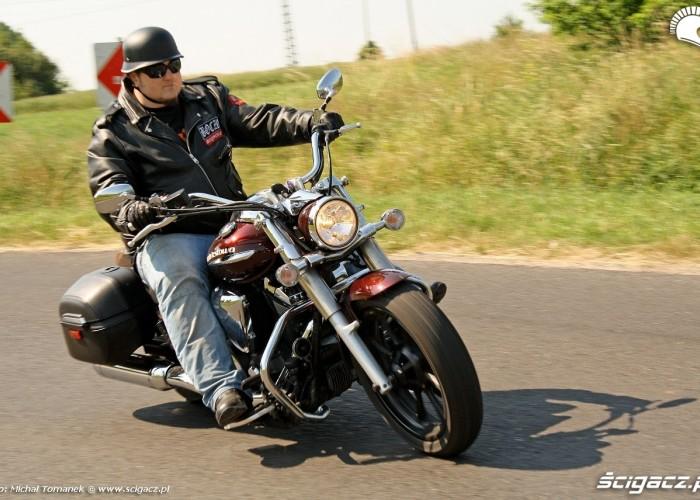 Yamaha XVS950 jazda prawy przod 2