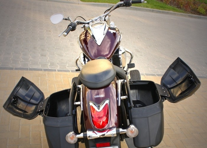 Yamaha XVS950 statyka otwarte kufry